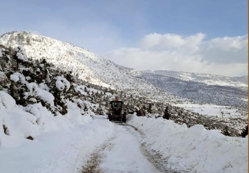 Kar, Feke'de hayatı felç etti