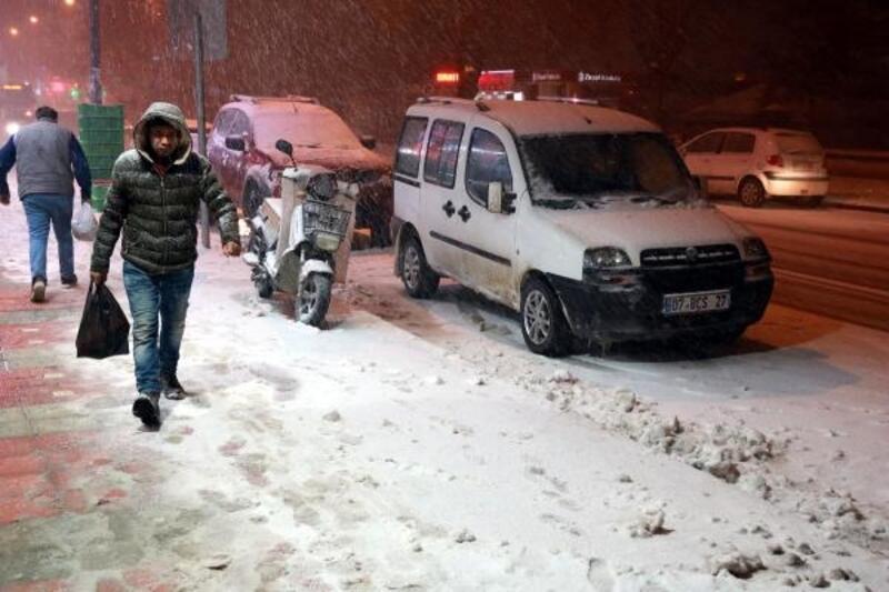 Afyonkarahisar'da 'kar' nedeniyle merkez ile 5 ilçede okullar tatil