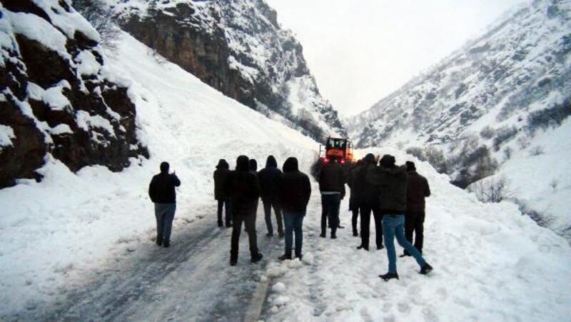 Tunceli'de kar esareti; 250 yol kapalı, 20 köy elektriksiz