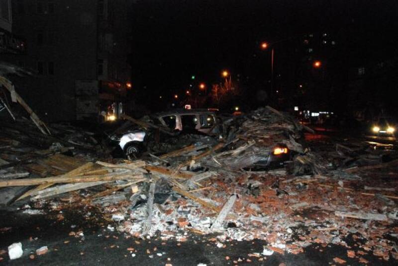 Kayseri'de fırtına çatıları uçurdu