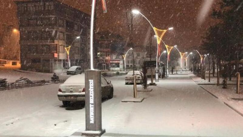 Bayburt ve Giresun'da 'kar' ve 'fırtına' hayatı olumsuz etkiledi