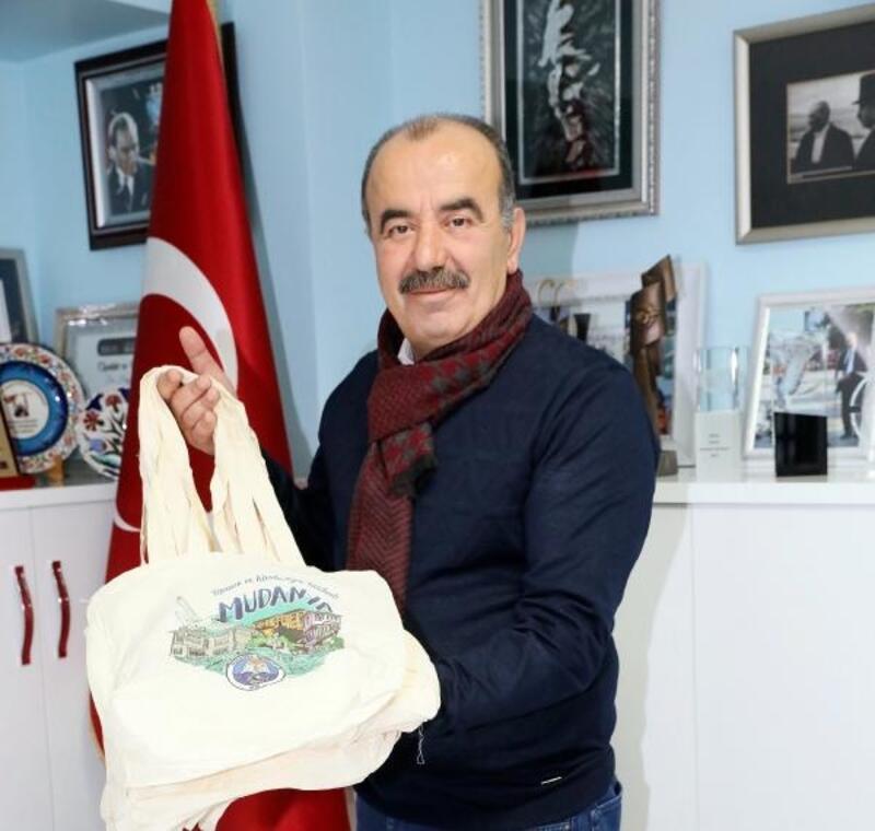 Mudanya'da 5 pet şişe getirene bez çanta hediye