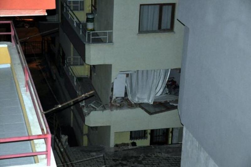 Ankara'da toprak kayması nedeniyle iki apartman tahliye edildi