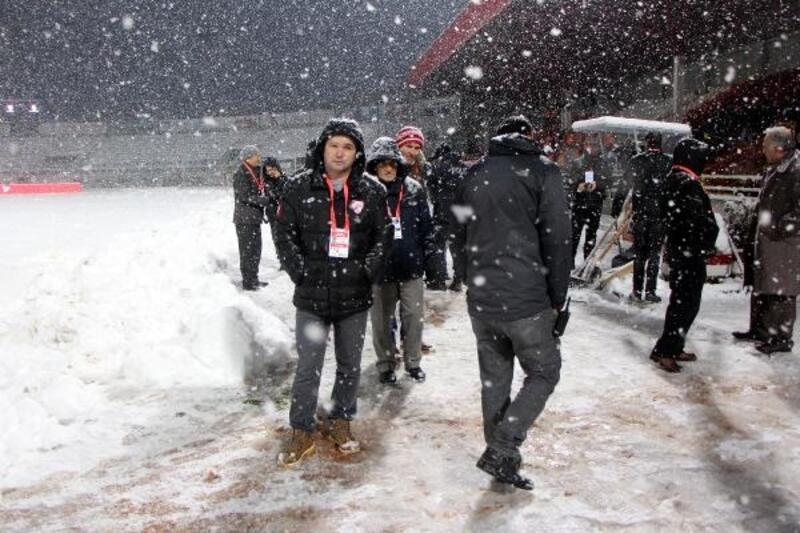 Boluspor - Galatasaray maçının oynanacağı stat karla kaplandı