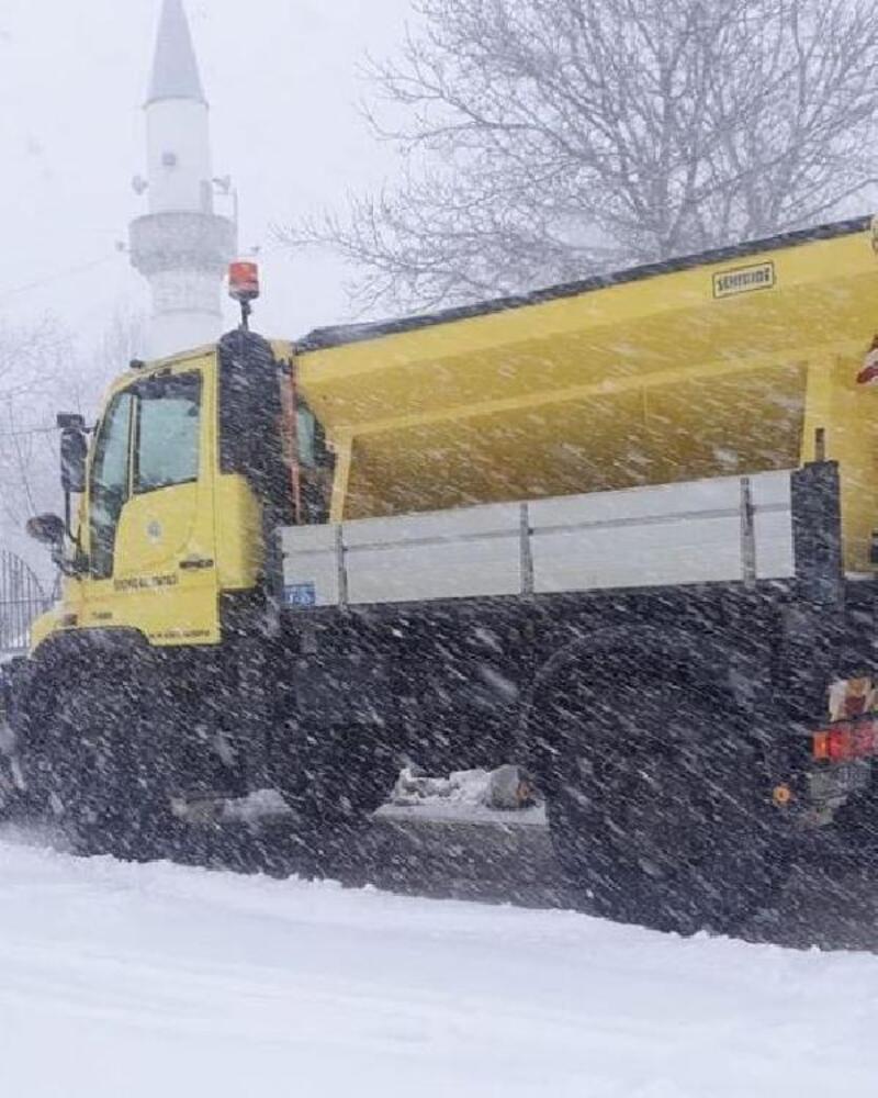 Ödemiş'in yüksek kesiminde kar yağışı
