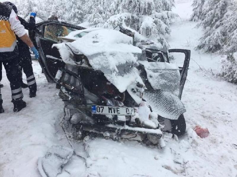 Eskişehir'de kaza: 1 ölü, 2 yaralı