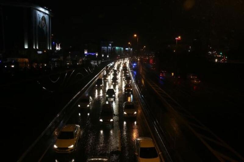 İstanbul'da iş çıkışı trafik yoğunluğu