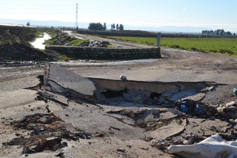 Kırıkhan'da köprü çöktü