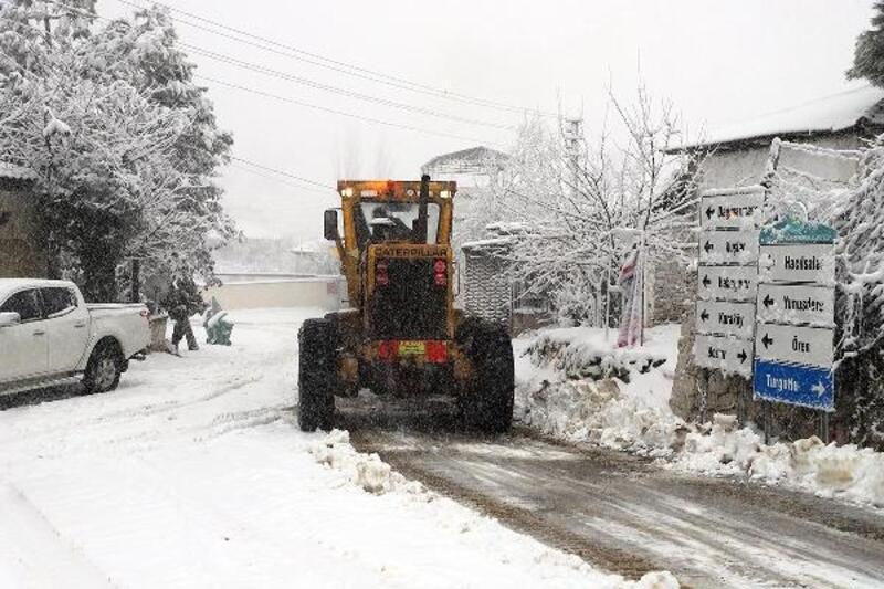 Dağmarmara'nın mahalleleri beyaza büründü
