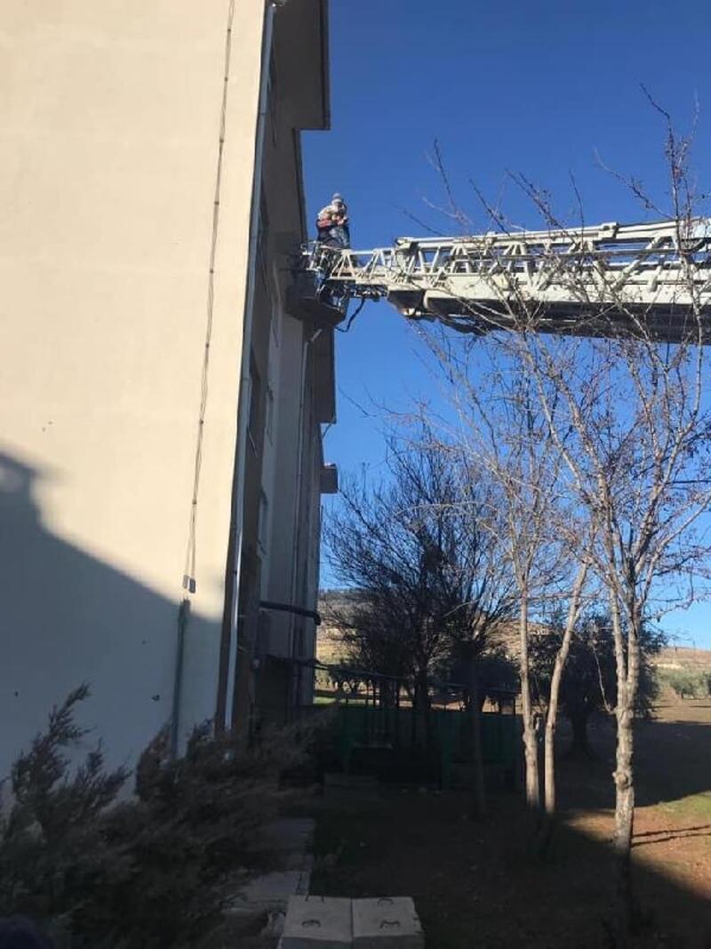Kilis'te yangın; apartmanda mahsur kalan 14 kişi kurtarıldı