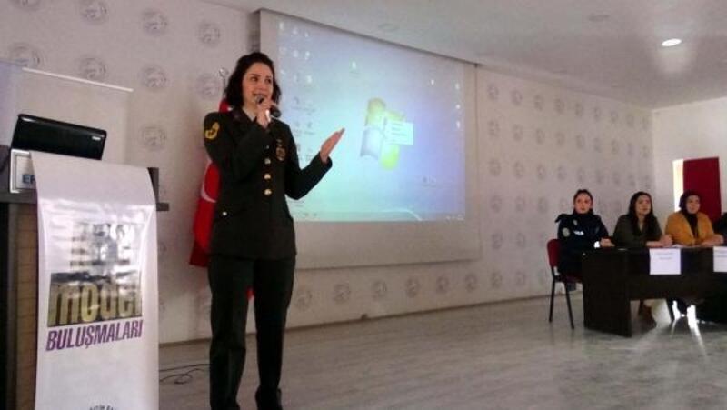 Erciş'te 'Erken yaşta evlilikler' paneli