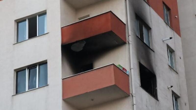 Beylikdüzü'nde 11 katlı binada yangın