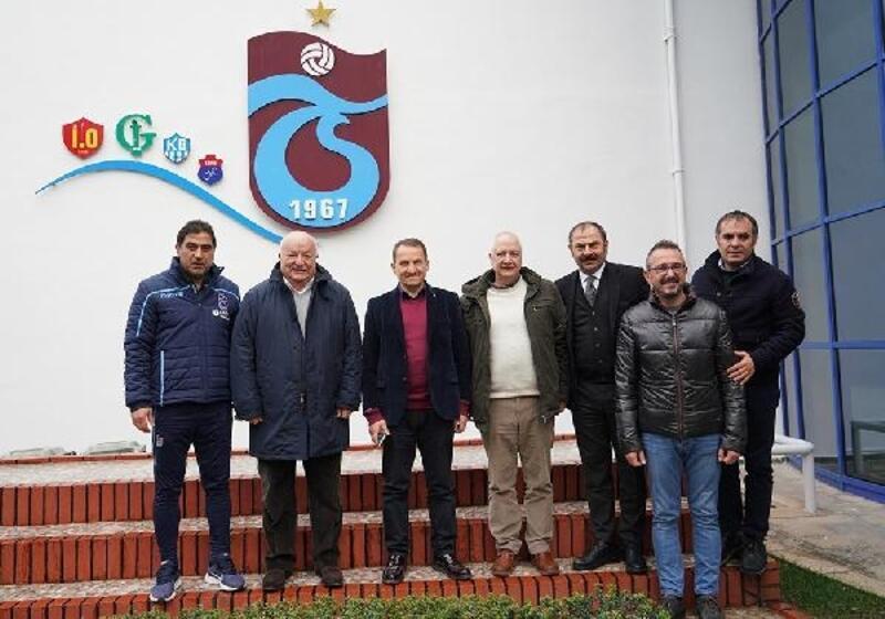 Trabzonspor eski başkanı Şener'den kulübe ziyaret