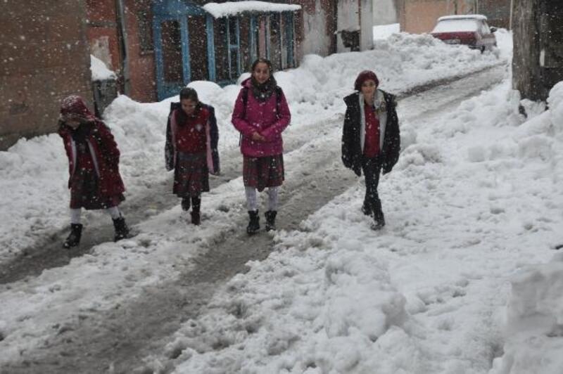 Bitlis kent merkezinde eğitime kar tatili