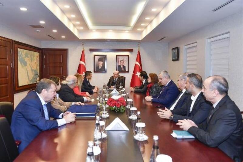 Adana Kent Konseyi Genel Sekreteri Ekrem Aslan, Vali Demirtaş'ı ziyaret etti