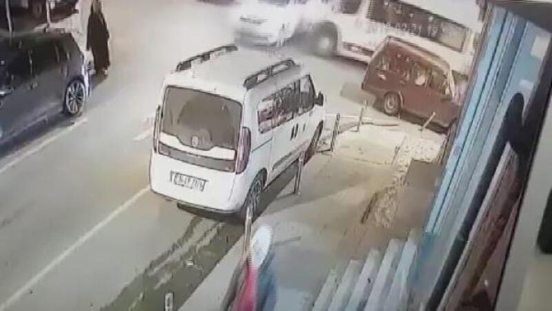 Güngören'de yolun karşısına geçmeye çalışan kadına kaza sonrası savrulan otomobil çarptı