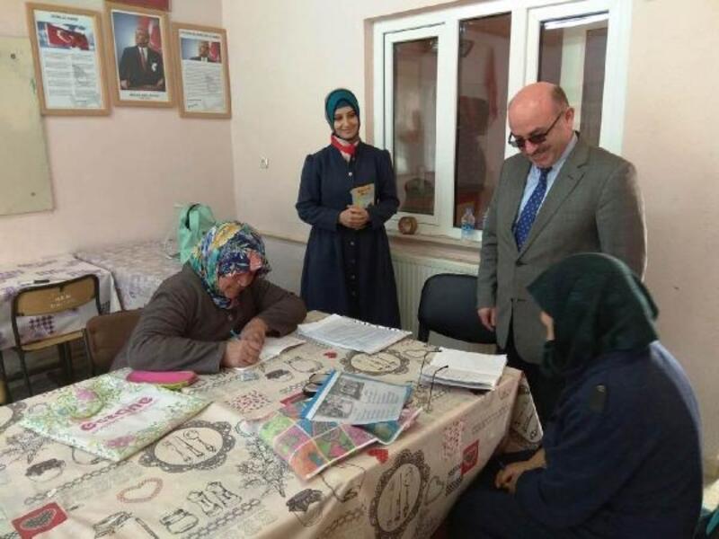 Hisarcık'ta 38 kişi okur-yazarlık belgesi aldı