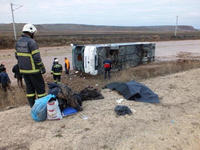 Yozgat'ta yolcu otobüsü devrildi: 1 ölü, 18 yaralı (2)