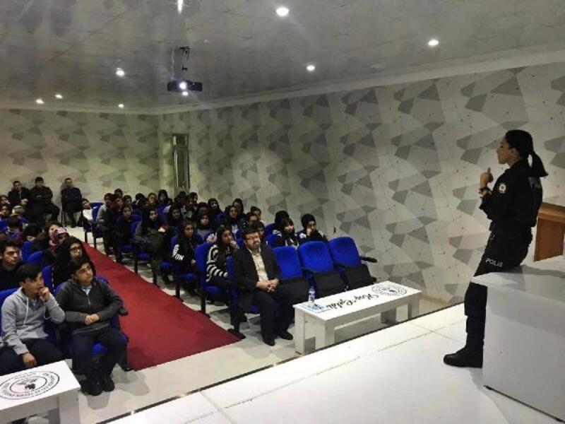 Gölbaşı'nda öğrencilere güvenlik semineri verildi