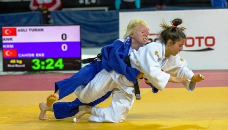 (özel) Görme engelli judocu Cahide Eke'den bir ilk