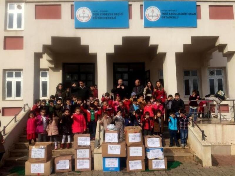 Miniklerden Suriyeli öğrencilere hediye