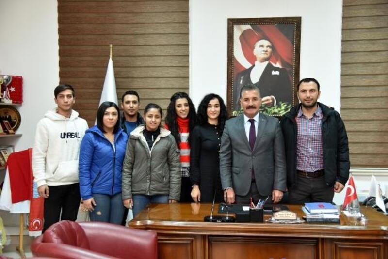Üniversitelilerden, Başkan Tuna'ya teşekkür ziyareti