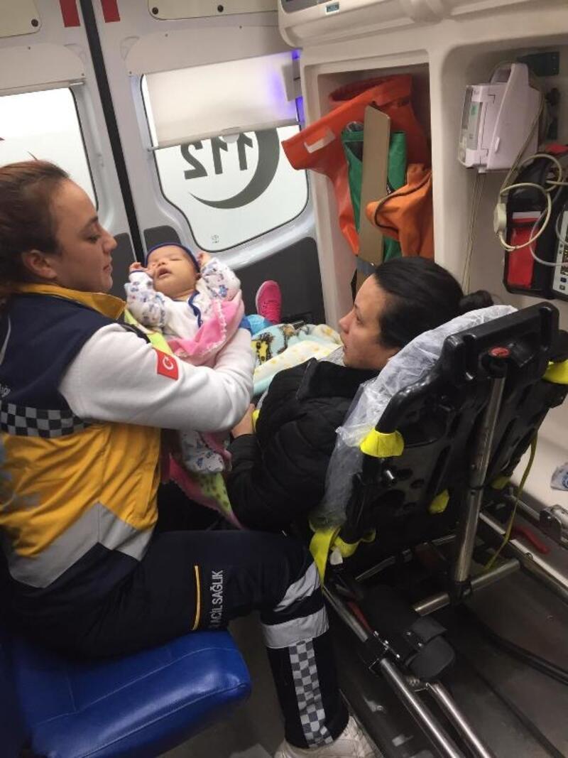 Kalp hastası bebek, ambulans uçakla İstanbul'a gönderildi