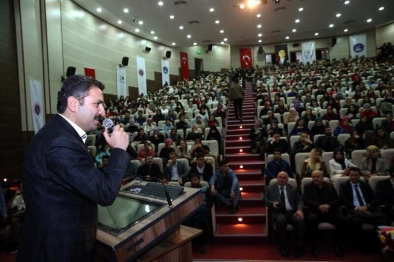 Başkan Eroğlu, üniversite öğrencilerinin sorularını cevapladı