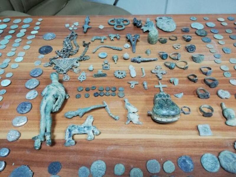 Kayseri'de tarihi eser ve silah kaçakçılığı operasyonu. 8 gözaltı