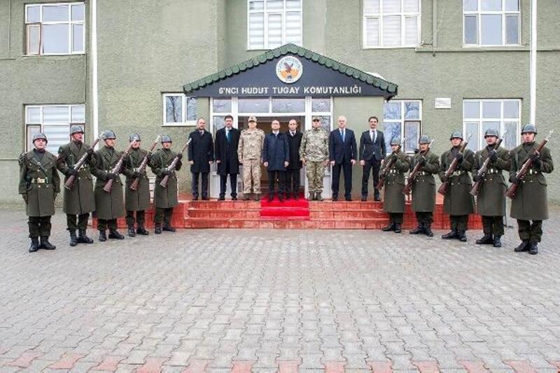 VAN Vali Vekili Aslan'danPKK'ya darbe vuran Komando Taburuna tebrik ziyareti