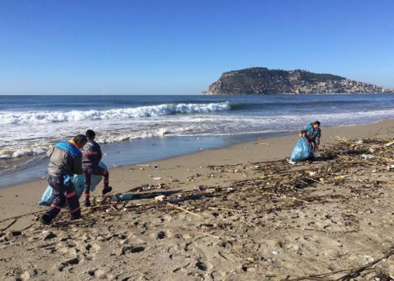 Dalga Sörfü Yarışması için sahil temizliği