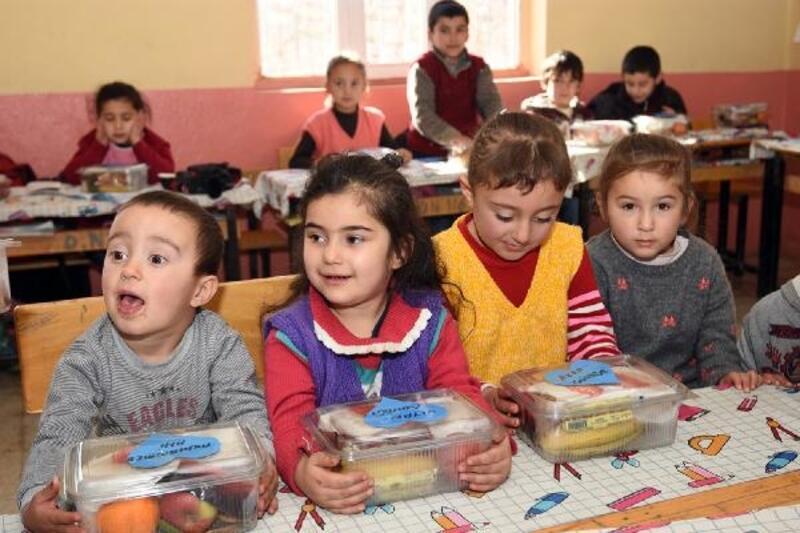 İzmir'den Çataklı öğrencilere Yerli Malı jesti