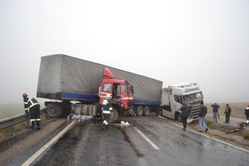 Aksaray'da 10 aracın karıştığı zincirleme kaza: 2 yaralı