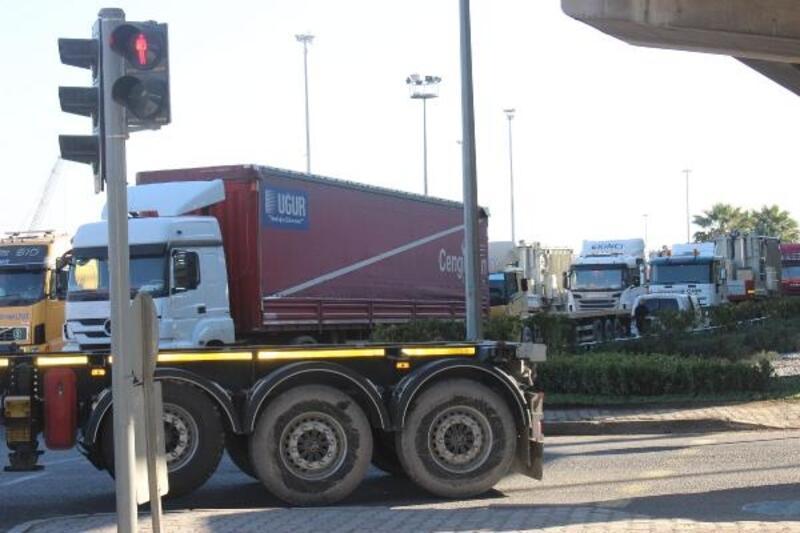 Alsancak Limanı'ndaki yeni uygulama trafiği olumsuz etkiledi