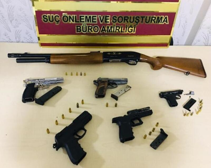 Gaziantep'te ruhsatsız silah satan av bayisine operasyon: 2 gözaltı