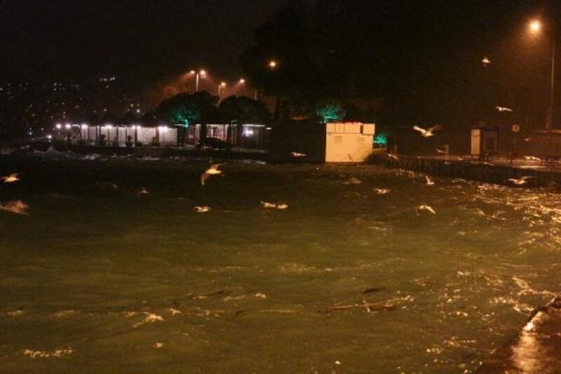 İstanbul'da sağanak ve rüzgar etkili oluyor