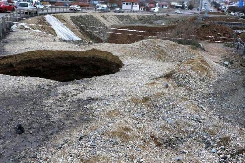 Kırıkkale'de yol çalışmasında kanalizasyon hattı çöktü