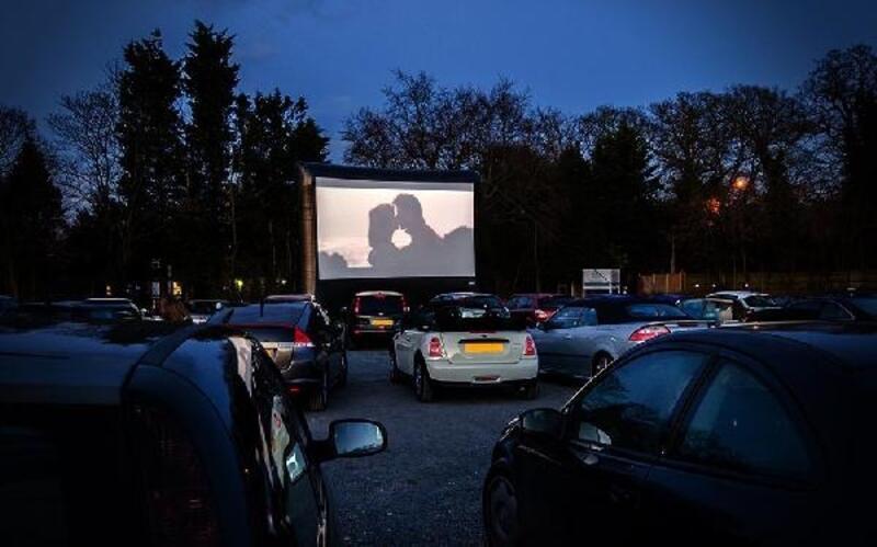En uzun gecede 'arabalı sinema' keyfi