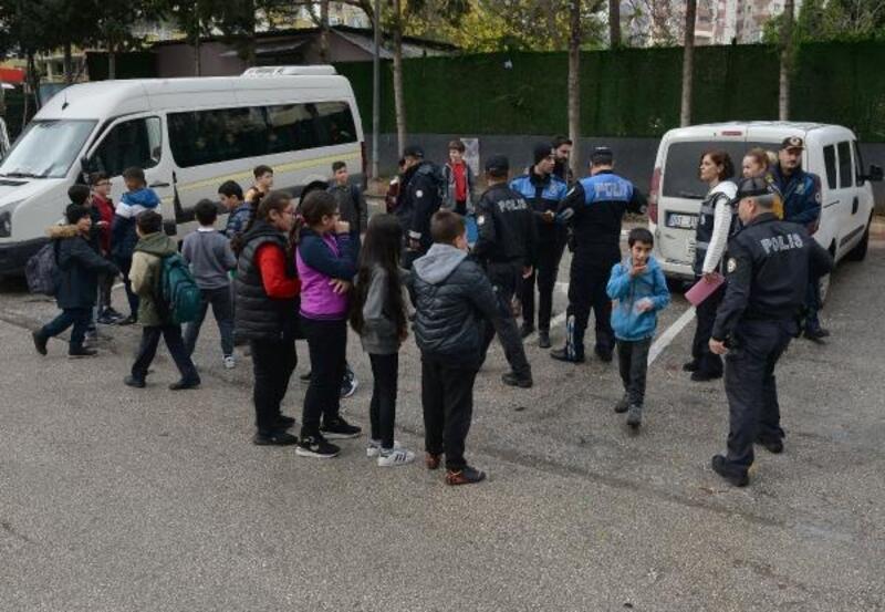 Adana'da okul önlerinde asayiş uygulaması