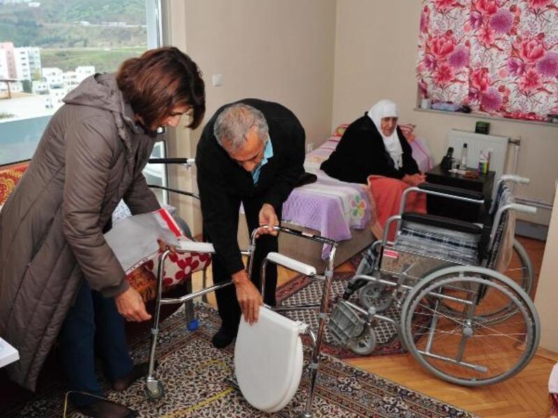 Balçova'da belediye yaşlılara evlerinde bakıyor