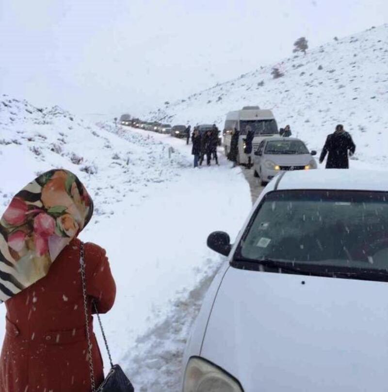 Niğde'de ulaşıma kar engeli