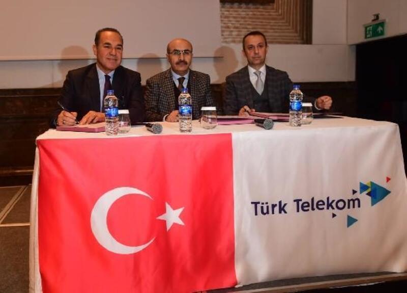 Zayıf akıma Türk Telekom neşteri