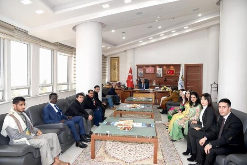 Göçmen öğrencilerden, Başkan Polat'a ziyaret