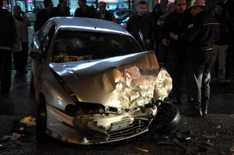 Başkent'te zincirleme trafik kazası: 1'i ağır 3 yaralı