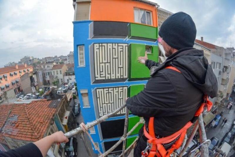 İzmir'de duvarlar renklendi