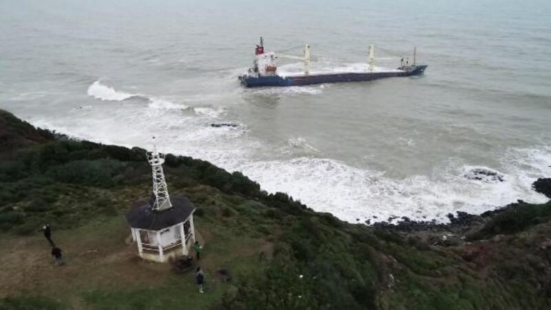 Şile'de dalgalarla boğuşan gemi havadan görüntülendi