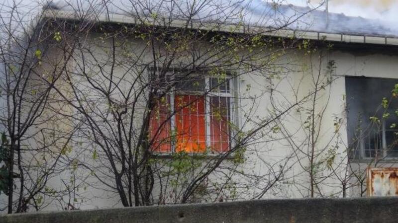 Aynı mahalledeki 2 evde yangın