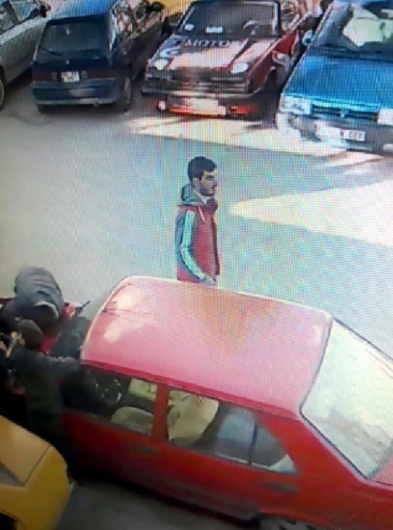 Üzerinde anahtar bırakılan otomobili çaldı