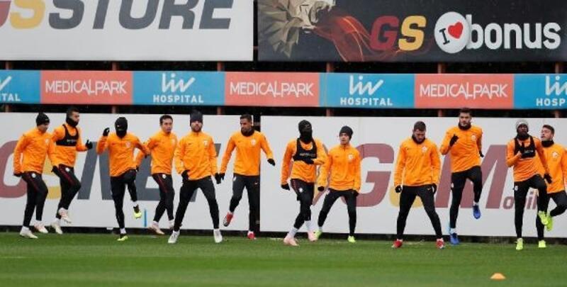 Galatasaray'da Belhanda takımla çalışmalara başladı