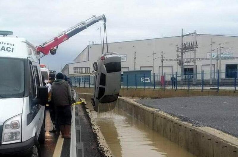 Kayıp 2 kişinin sulama kanalına düşen otomobilde cesetleribulundu